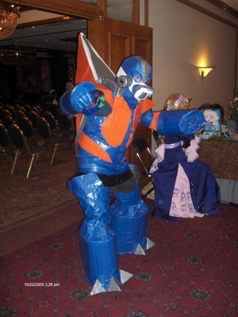 //nikon.bungie.org/images/norumu_grunt/Hpim1725.jpg & Grunt Costume!